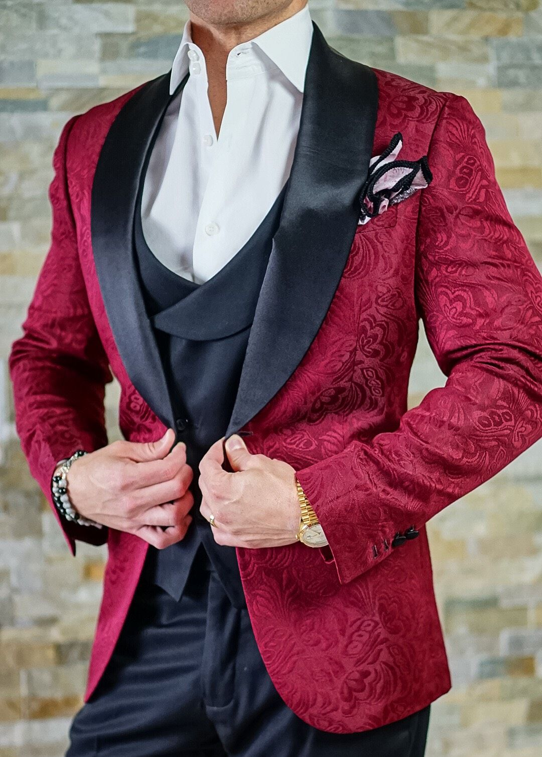 Choose the dinner coat to attend a great event