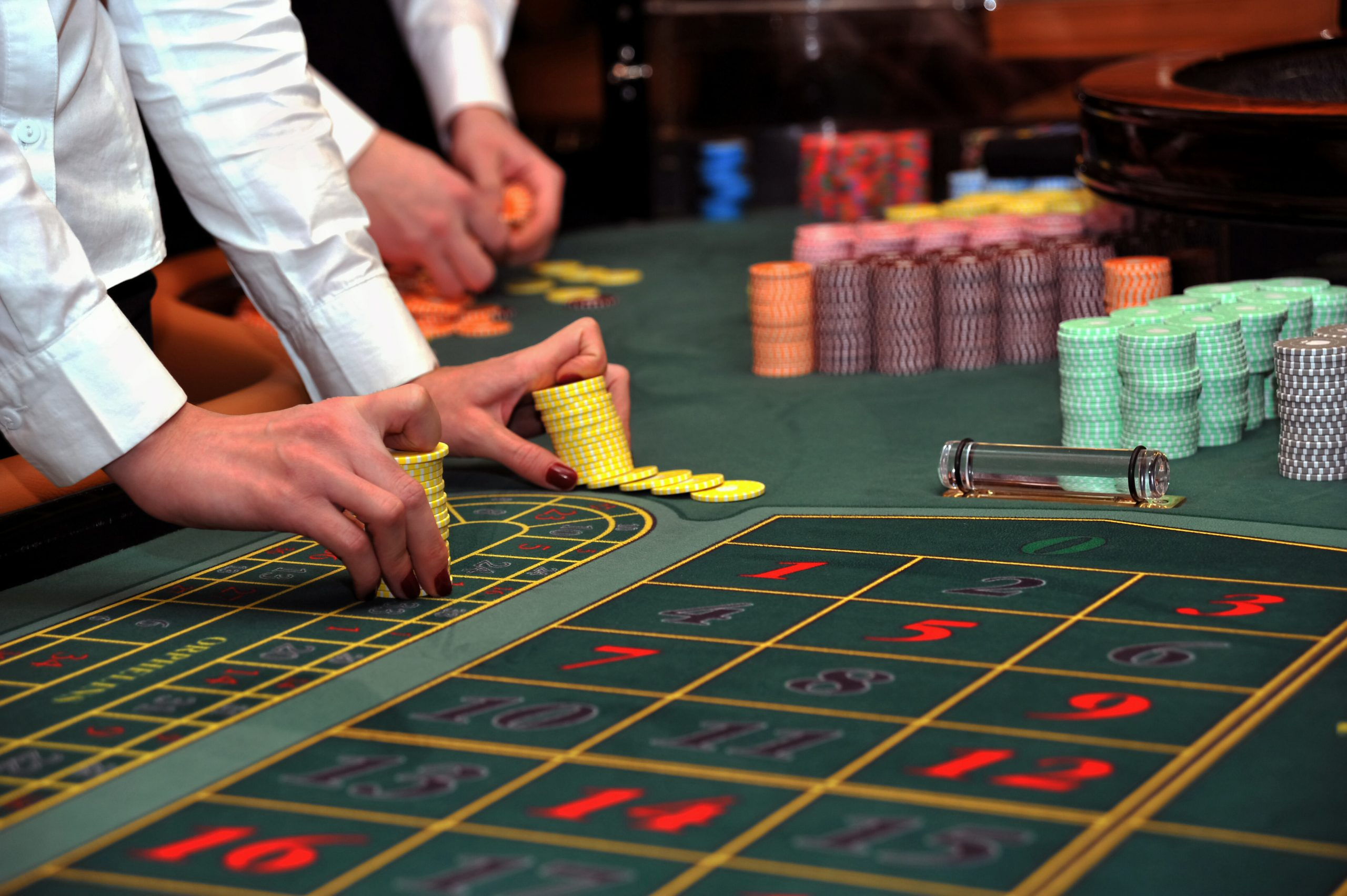 Strategy for On the web Blackjack — Decreasing the Internet casino Benefit